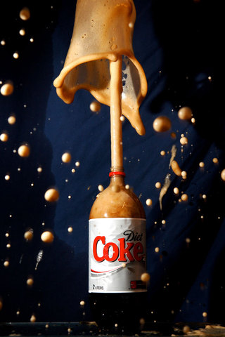 Diet Coke and Mentos eruption