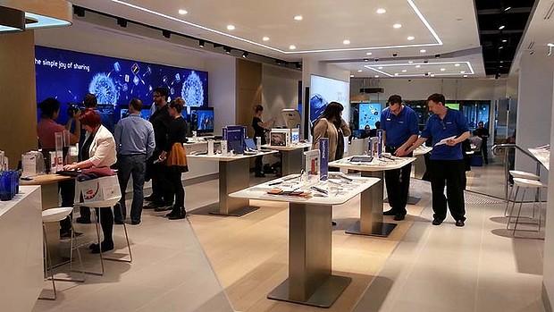 Samsung opens new apple store in australia john for Experiential design sydney