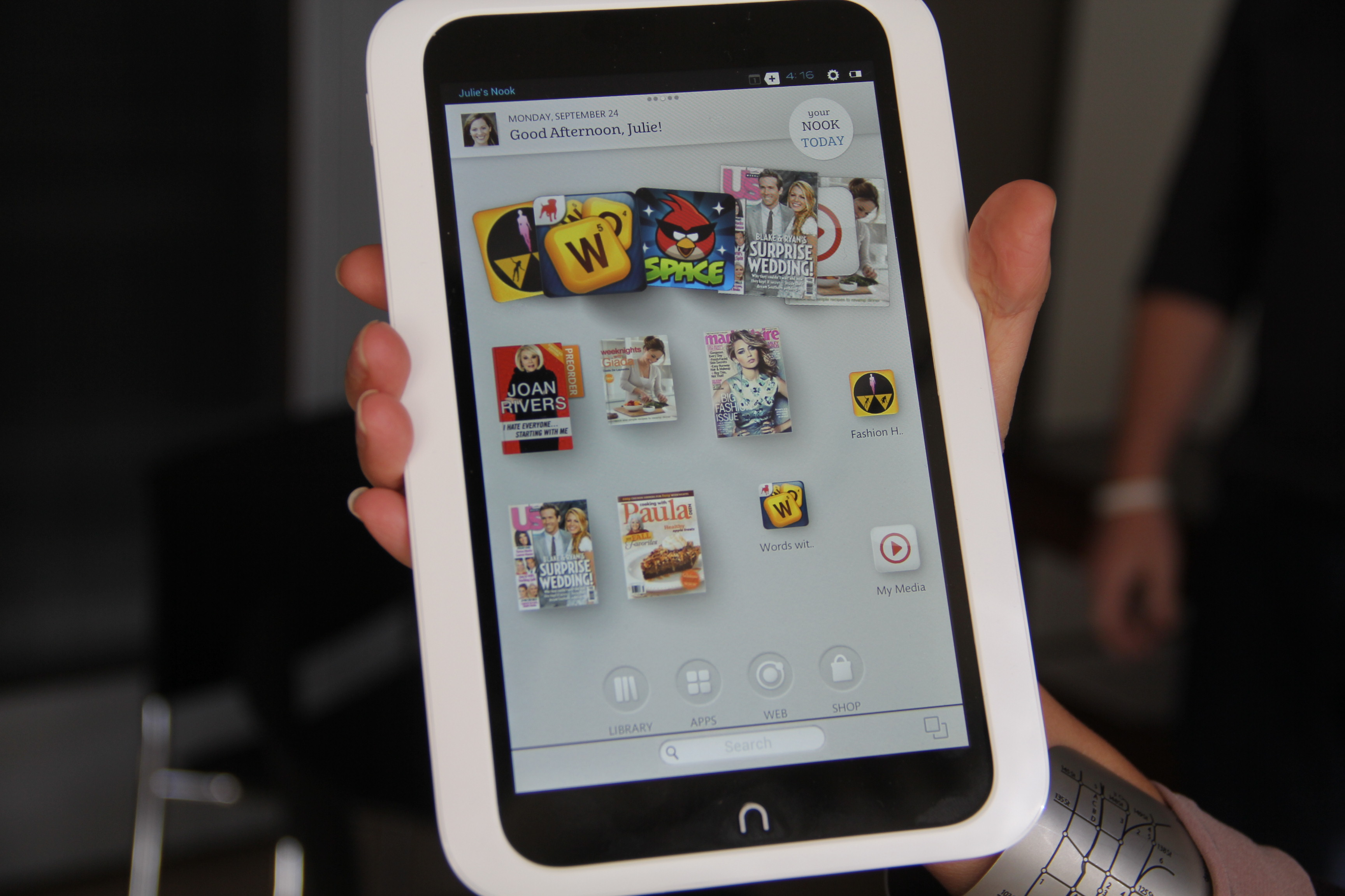 Barnes Noble Takes Aim at Amazon With New HD Nooks Lauren