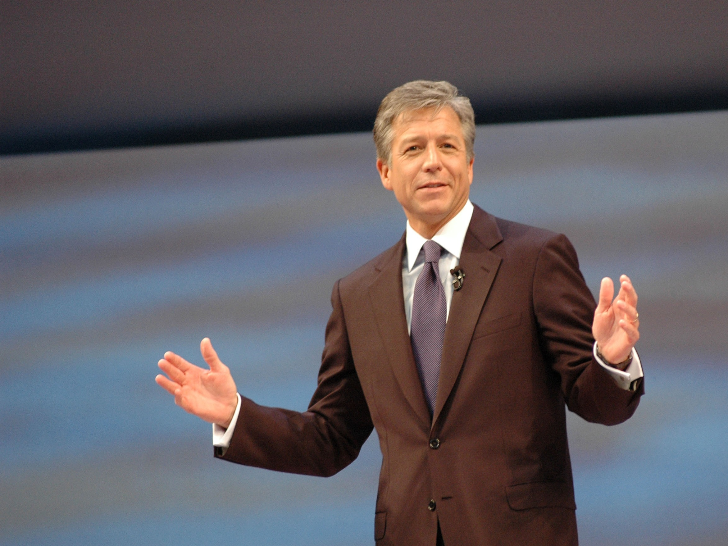 Bill_McDermott-standing