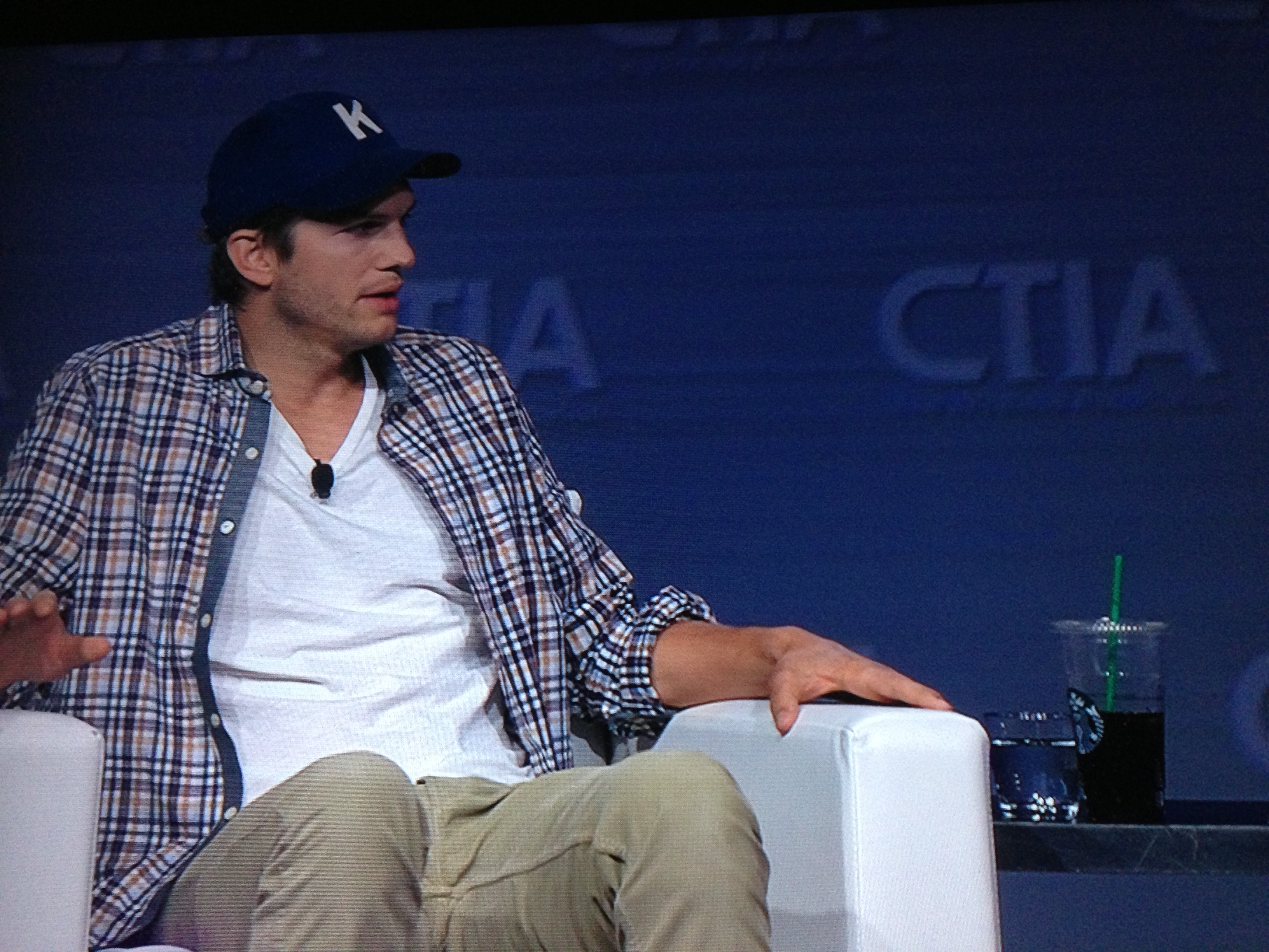 Ashton Kutcher Dishes on the Mobile Market and What's on His Phone