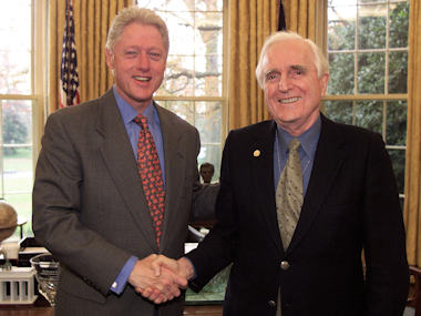 Engelbart receivied the National Medal of Technology from President Clinton in 2000.