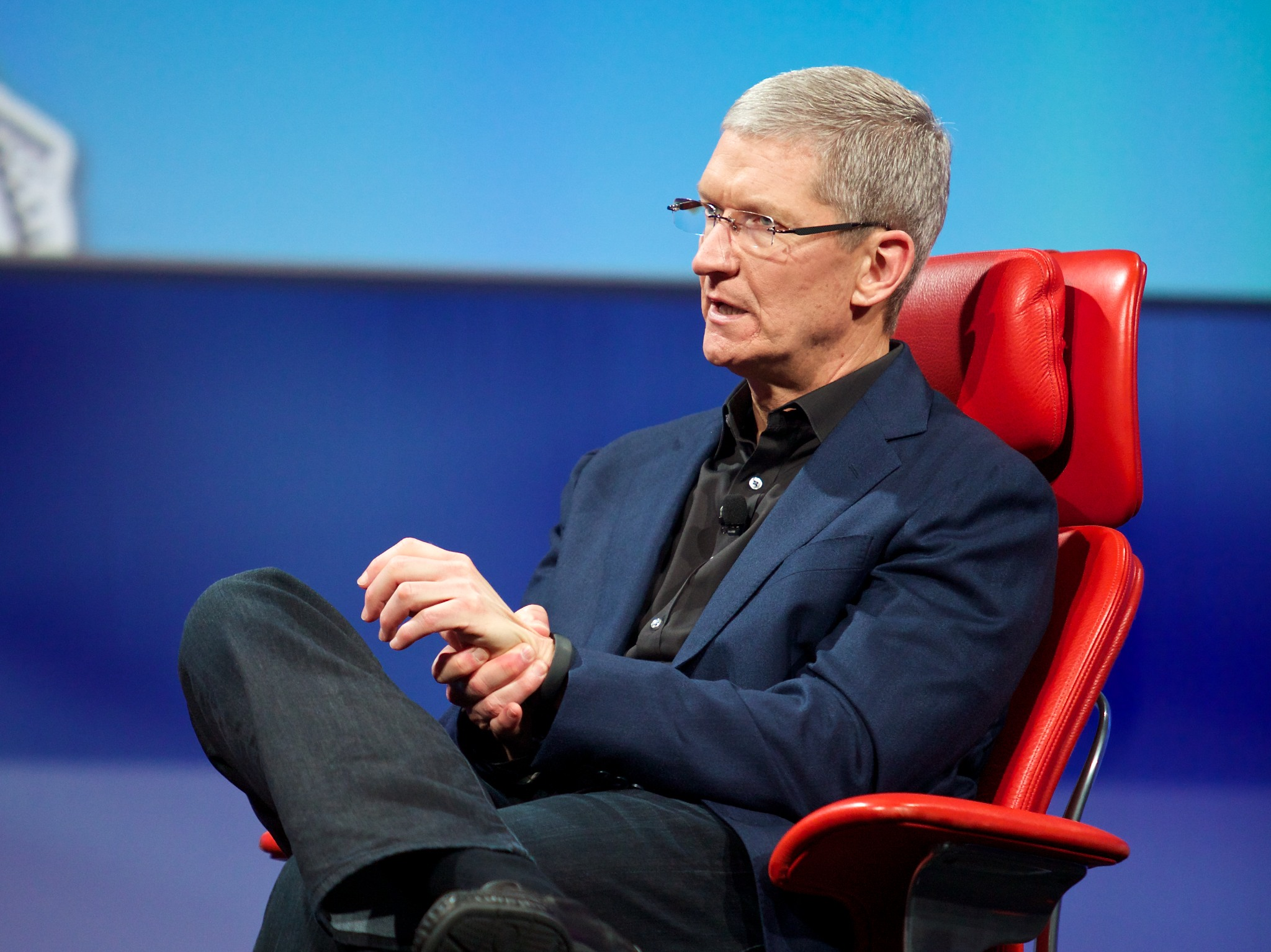Apple CEO Tim Cook Joins Twitter, Tweets About iPhone Launch