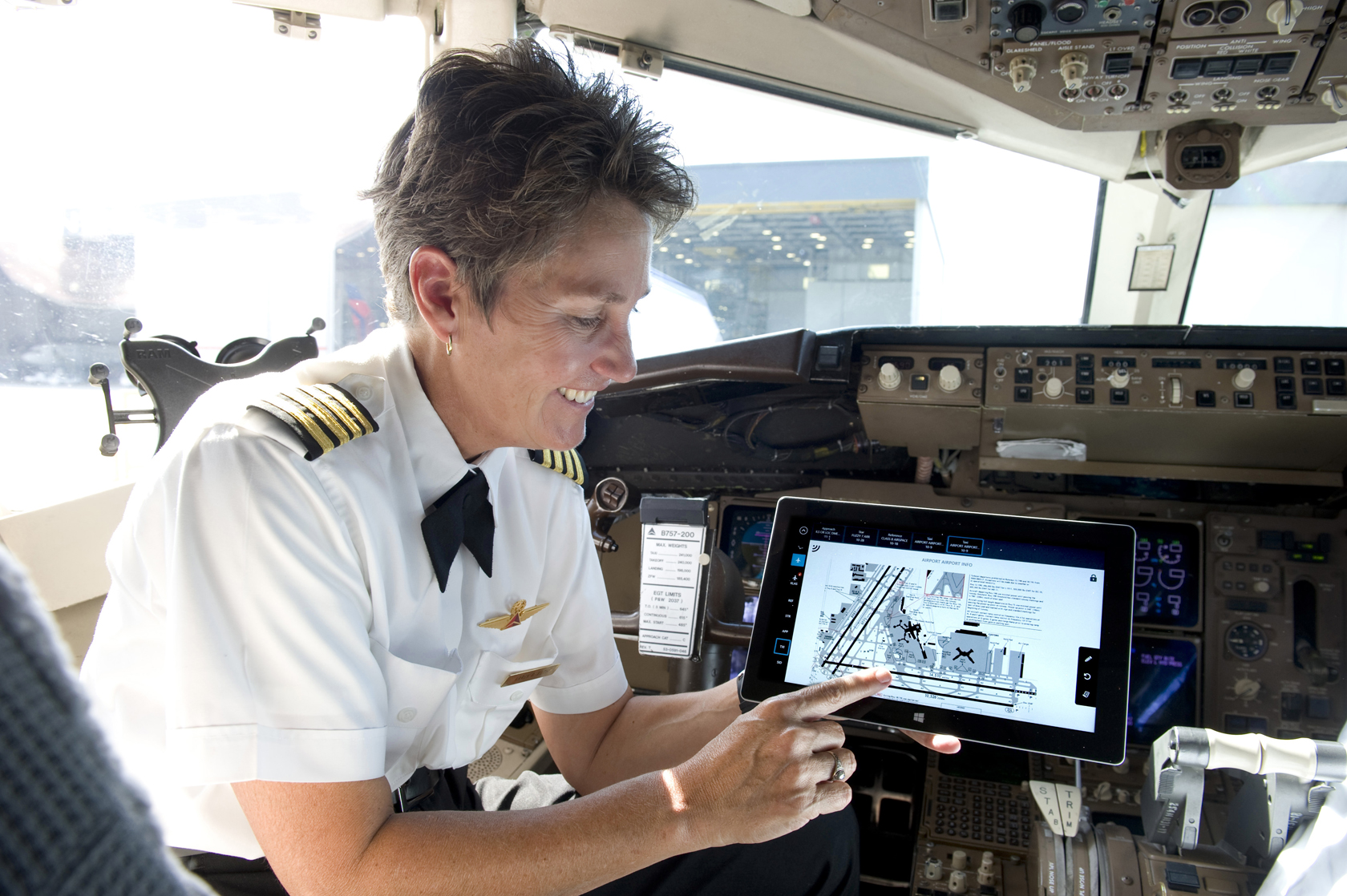Delta to Equip Its 11,000 Pilots With Microsoft Surface 2 Tablets