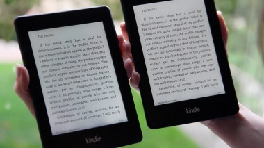 On the left is the 2012 version of the Paperwhite. On the right, the new model.