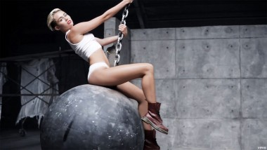 miley_cyrus_wrecking_ball